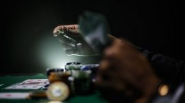 How to bluff effectively in Poker